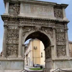 Benevento arco Traiano romani centro storia