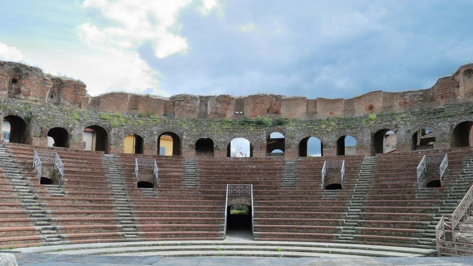 teatro romano Benevento gradinate arte