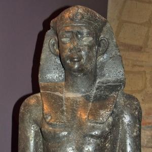 museo sannio egizi Iside statua granito