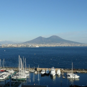 Napoli Vesuvio porto panorama cielo azzurro
