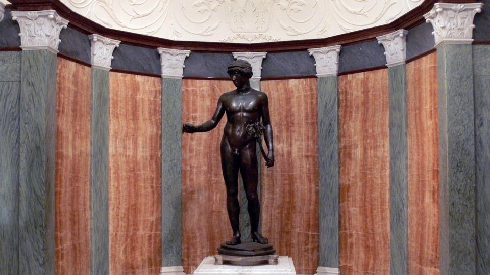 Museo Archeologico Napoli interno